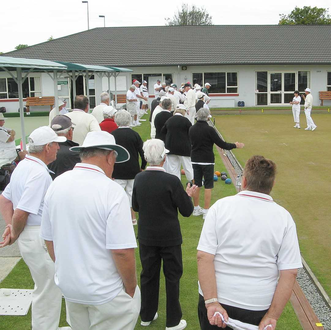 Brian & Lois Welcome 42 bowlers to the Bisset Trophy