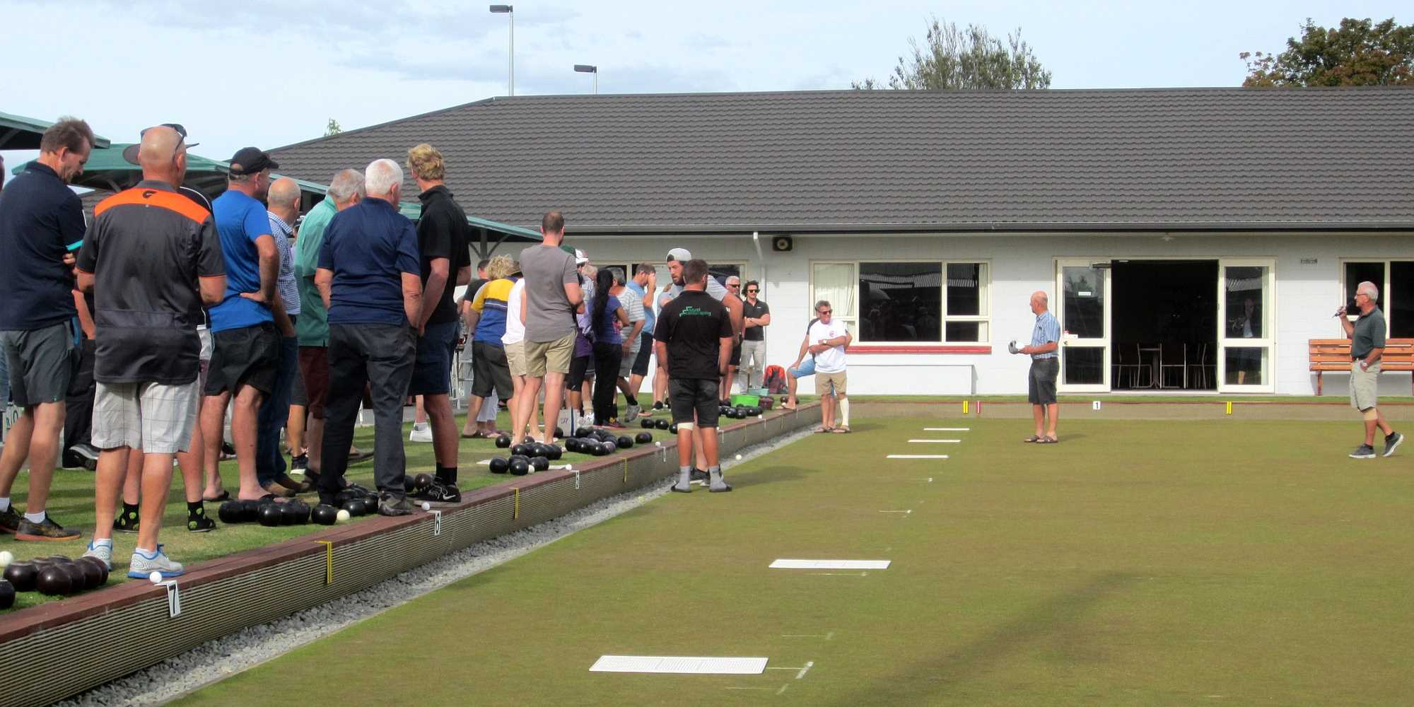 Community Bowls - Brian & Bruce welcome 120 bowlers - 21 Jan