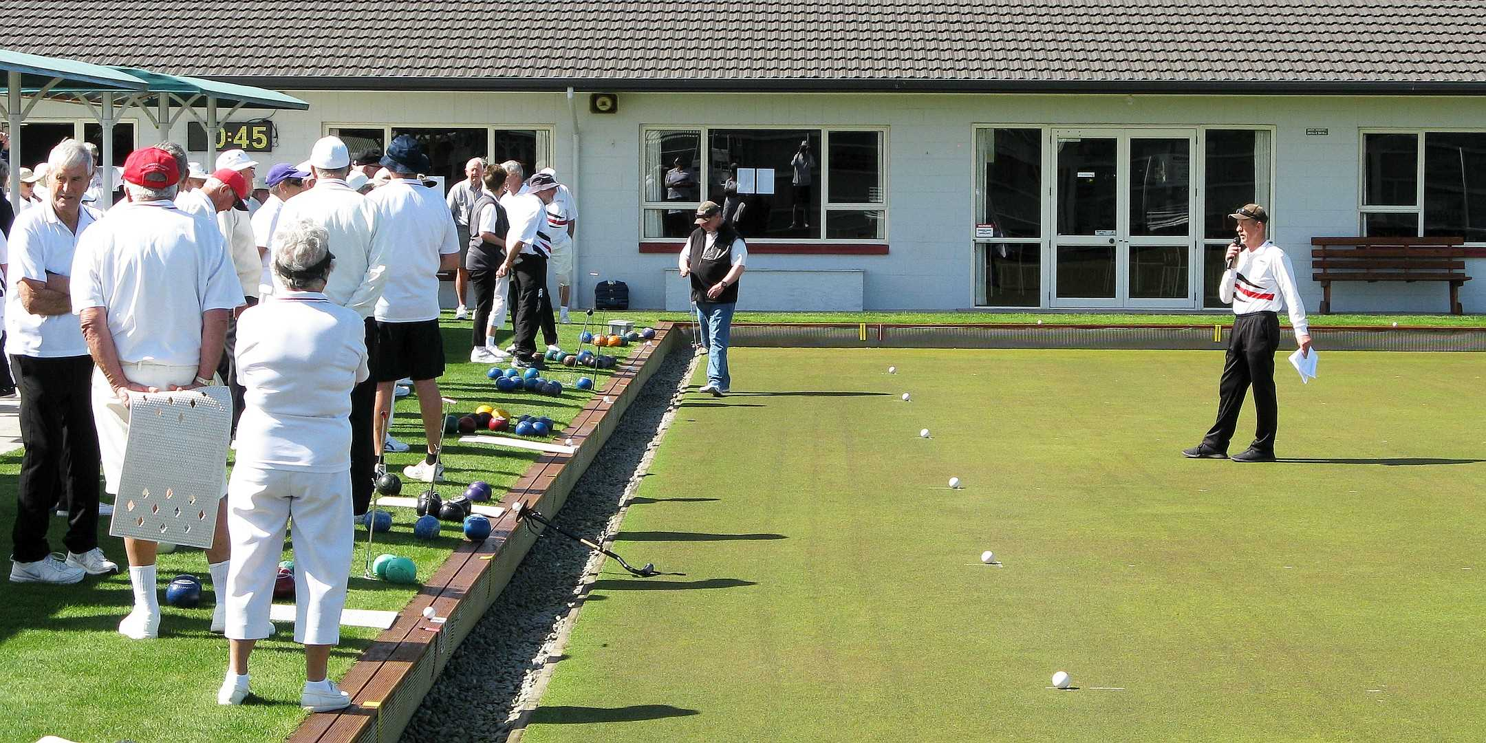 Bruce Welcomes Bowlers to the Bisset Trophy Mixed Triples